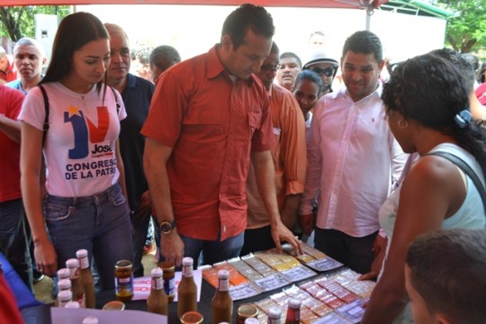 4 José Vásquez muestra atención especial a las formas de agregar valor agregado a la producción regional